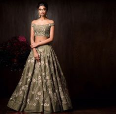 Are you searching for lehenga blouse designs? Cherish your elegance with the marvellous collections and suggestions of our best lehenga blouse design Indian Lehenga, Red Lehenga, Lehenga Blouse, Bridal Lehenga Choli, Anarkali, Saree Dress, Churidar, Choli Designs, Latest Lehnga Designs