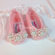 Handmade Crochet Baby Girl Pearled Ballerina by Manolite Baby Boots, Baby Girl Shoes, Girls Shoes, Baby Girl Crochet, Crochet Baby Booties, Crochet Boots, Crochet Slippers, Crochet Patron, Rangers