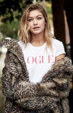 """m-a-g-n-e-t-i-c-e-y-e-s: """"Gigi Hadid - Vogue UK January 2016 issue, photographed by Patrick Demarchelier. Rihanna, Look Fashion, Fashion Models, Woman Fashion, 90s Fashion, Street Fashion, Style Gigi Hadid, Photos Des Stars, Patrick Demarchelier"""