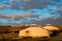 Glamping sounds new and snazzy, but in reality, glamping goes back, way back. Although not known by its current moniker, sleeping outdoors with some comforts is a tradition shared by kings and tribesmen of centuries past. For thousands of years, nomadic people — Bedouins, Berbers, Arabs and Kurds — have basically lived outdoors with the …