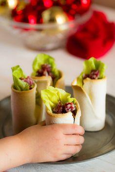 """Il classico 'pane e salame' rivisitato in chiave finger food ma a misura di bambino, una variante ispirata ai piatti dei """"grandi"""" per i pranzi delle feste."""