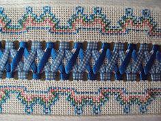 Última flor do Lácio: Julho 2010  Huck Weaving/Swedish Embroidery.  Interesting pattern.