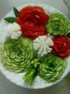Ideas Fruit And Vegetables Platter Veggie Tray For 2019 Vegetable Crafts, Fruit And Vegetable Carving, Veggie Tray, Food Design, Creative Food Art, Food Carving, Fruit Decorations, Food Garnishes, Garnishing