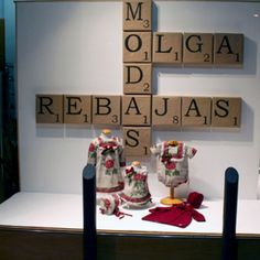 Love the oversized scrabble letters, easy and inexpensive to execute. Store Window Displays, Market Displays, Merchandising Displays, Visual Display, Display Design, Store Design, School Displays, Retail Design, Decoration