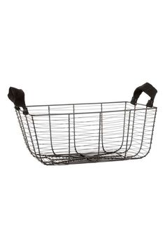 Large wire storage basket: Storage basket in metal wire with fabric handles on the short sides. Size 16x28x40 cm.