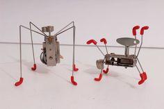LOT: 2x Cranky Critters Kikkerland Wind Up Toys: Katita & Cosmojetz