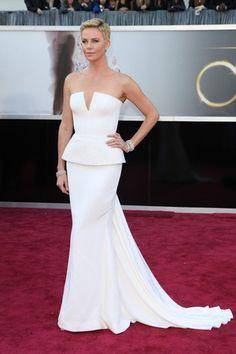 Charlize Theron veste Dior alta-costura, um clássico impecável! Oscar 2013