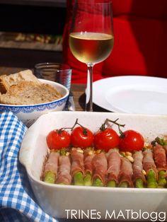 Grillet asparges med spekeskinke og parmesan Parmesan, Tapas, Cheese, Recipes, Food, Meal, Eten, Recipies, Meals