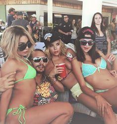 James Franco - Spring breakers   Selena Gomez & Ashley Benson >>>