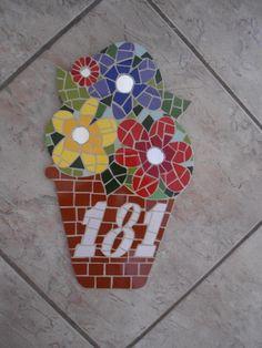 * Números feitos em madeira nobre com acabamento em mosaico * As peças são confeccionadas Manualmente, Trabalho artesanal. * Fazemos projetos personalizados * Peças Sob Encomenda * Frete a Calcular * Fotos meramente ilustrativa R$ 140,00
