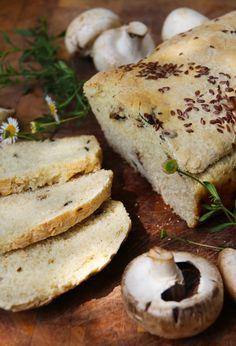 Pan de Champiñones y Linaza    -  Rico! no tiene por donde ser malo. Sabor no muy fuerte, por lo que lo pueden combinar con lo que quieran y para cualquier hora del día.