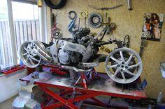 GTS Motorcycle Workshop, Motorcycle Design, Bike Design, Concept Motorcycles, Cool Motorcycles, Yamaha Gts 1000, Yamaha Cafe Racer, Cafe Racers, Forks Design