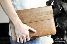 High-quality synthetic PU leather and delicate craftsmanship of this laptop sleeve case give an elegant and stylish appearance.