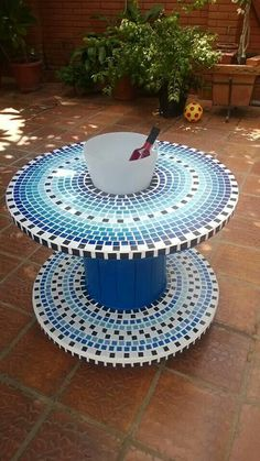 Diy Cable Spool Table, Wood Spool Tables, Wooden Cable Spools, Mosaic Diy, Mosaic Crafts, Mosaic Projects, Mosaic Glass, Mosaic Furniture, Diy Table