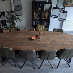 Wederom een prachtige robuuste ovale tafel geleverd bij een zeer tevreden klant. Deze tafel past perfect in ieder interieur! Diy Wall Decor, Diy Bedroom Decor, Home Decor, Kitchen Dining, Dining Table, Living Room Sofa Design, Home And Living, Sweet Home, New Homes