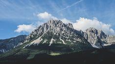Die Steinplatte ist ein 1869 m hohes Bergmassiv in den Chiemgauer Alpen und über ihren Gipfel verläuft die Grenze der Bundesländer Salzburg und Tirol. Salzburg, Innsbruck, Eco Friendly Cleaning Products, Mountain Pictures, Time Lapse Photography, Blue Led Lights, Blue Pictures, Happy Vibes, Eco Friendly House