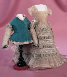 theriault's antique dolls trousseau | Lot: 106. Early Two Piece Muslin and Silk Gown