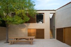 Courtyard House in Saint-Tropez by John Pawson Architecture Design, Residential Architecture, Contemporary Architecture, Ancient Architecture, Sustainable Architecture, Landscape Architecture, Building Exterior, Building A House, Villa