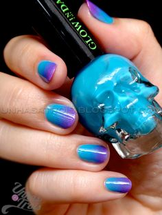Nail Art: Unhas a Trois: Glow in the Dark Gradient Nails with Hot Topic e Claire's