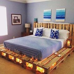 Un sommier et une tête de lit qu'avec des palettes. Avec des lumières sous le lit, ce ne sera que plus magnifique ! ♻ - - A mattress and a headboard with pallets. With lights under the bed, it will be stunning ! ♻  #palettes #pallet #pallets #bois #wood #woods #bet #lit #bedroom #home #lights #l4l #r4r #style #awesome #diy #reuse #upcycle #upcycled #recycle #recycled #recycling #recyclideas