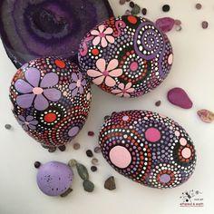 Rochers peints Art rupestre Mandala Stone Art par etherealandearth