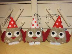 3 petits hiboux gris et rouge à suspendre : Accessoires de maison par melomelie
