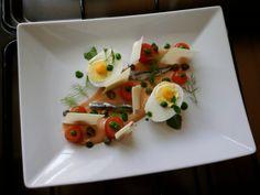 JHS * * /  Oeuf et  anchois ,capres  parmesan  avec  le sauce rose et petit tomates Gino D'Aquino