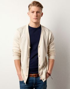 Cardigans are a great way to add layers to a guy's outfit.