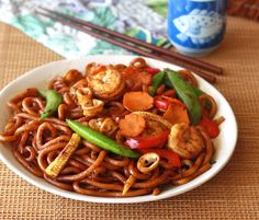 Stir-Fried Black Pepper Udon Noodles by SeasonWithSpice.com
