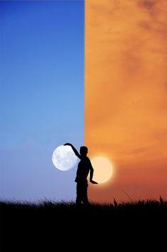 Il dito e la luna, giocando con il satellite