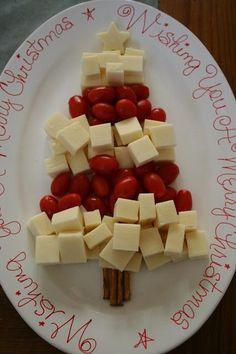 Ein paar Käsewürfel, Party Tomaten und Salzstangen und fertig ist der Weihnachts Snack.