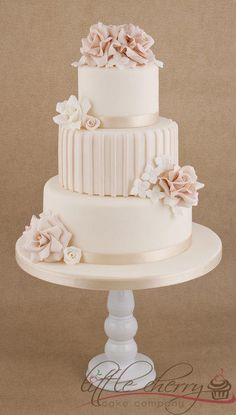 My first 'proper ruffly roses' on an elegant wedding cake! Not my usual style!