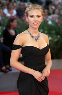 15 Quirky Facts About Scarlett Johansson That Make Us Love Her Ever More. Scarlett Johansson, Adrienne Bailon, Hollywood Celebrities, Hollywood Actresses, Beautiful Celebrities, Beautiful Actresses, Britney Spears, Black Widow Scarlett, Angela Simmons