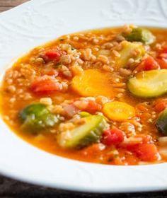 Husté, syté polévky prohlašujeme za nejlepší pokrm k večeři, zvlášť v zimním období. Cheeseburger Chowder, Chili, Soup, Chile, Soups, Chilis