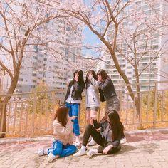 Mode Ulzzang, Ulzzang Korean Girl, Cute Korean Girl, Ulzzang Couple, Ullzang Boys, Foto Best Friend, Friendship Photoshoot, Kairo, Korean Best Friends