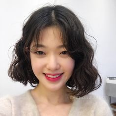 (notitle) Sure, the bushy perms of the might be out of vogue, but there are abundance (generic t How To Curl Short Hair, Short Curls, Short Wavy Hair, Korean Short Hair Bob, Korean Short Hairstyle, Korean Bob, Medium Hair Styles, Curly Hair Styles, Permed Hairstyles
