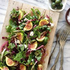 fig time hitting all the flavors: bitter arugula + radicchio, sour: pickled onions, salty: green olives, sweet: figs, umami: goat cheese . Fig Recipes, Clean Recipes, Cooking Recipes, Healthy Recipes, Cheese Recipes, Salad Dressing Recipes, Salad Recipes, Portuguese Recipes, Whole Foods Market