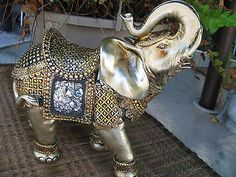 Beautiful Gold Elephant Figurine Elephant Love, Elephant Art, Elefante Hindu, Buddhist Beliefs, Elephant Home Decor, Elephant Sculpture, Elephant Figurines, Manish, Indian Art