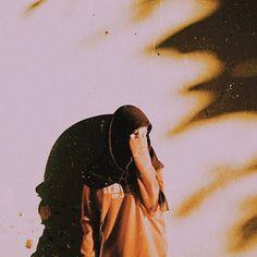 Casual Hijab Outfit, Ootd Hijab, Hijabi Girl, Girl Hijab, Foto Mirror, Hijab Hipster, Tmblr Girl, Candid Girls, Hijab Style Tutorial