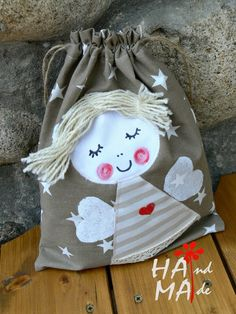 ♥ Dílna Hama ♥ Cloth Bags, Drawstring Backpack, Sewing Projects, Sewing Crafts, Bazaar Crafts, String Bag, Patchwork Bags, Fabric Bags, Kids Bags