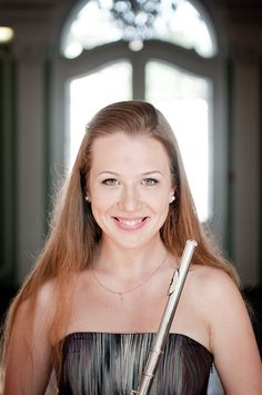 Flute senior picture ideas for girls and guys. Flute senior pictures. #fluteseniorpictures #fluteseniorpictureideas