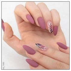 Semi-permanent varnish, false nails, patches: which manicure to choose? - My Nails Solid Color Nails, Nail Colors, Gel Nail Color Ideas, Stylish Nails, Trendy Nails, Bride Nails, Prom Nails, Wedding Nails, Holographic Nails