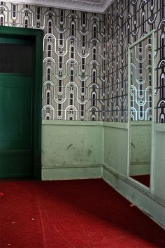 Art Deco vintage wallpaper in abandoned hotel lobby. Abandoned Property, Abandoned Castles, Abandoned Mansions, Abandoned Buildings, Abandoned Places, Hotels Near Disney World, Hotels Near Disneyland, Lobby Design, Elevator Lobby