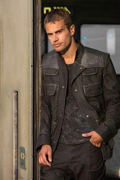 Divergent - Publicity still of Theo James Tobias, Divergent Theo James, Divergent Fandom, Divergent Trilogy, Divergent Insurgent Allegiant, Theodore James, James 3, Tris Und Four, Tris Et Quatre