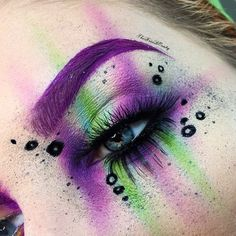 ❌Toxicity❌ @sugarpill Poison Plum, Dollipop, Acid Berry and Mochi eyeshadows. @elfcosmetics black cream liner (mixed it with a little bit of vitamin e oil for splatter effect)  @suvabeauty Grape Soda UV Hydra liner in Brow. @eylureofficial @vegas_nay Grand Glamor lashes (top) @starcrushedminerals Vesta lashes (bottom)