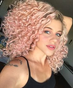 Lace Frontal Wigs Prom Hairstyles For Naturally Curly Hair Hollywood Curls Best Women Curly Wigs Daily Hairstyles For Curly Frizzy Hair Curly Pink Hair, Pastel Pink Hair, Colored Curly Hair, Hair Color Pink, Curly Hair Cuts, Curly Wigs, Curly Hair Styles, Hollywood Curls, Short Curly Haircuts