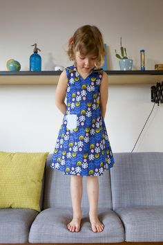 When I showed my first Frederique dress to Bjorn, he replied: And? Is it reversible? I was so proud of my dress and that was all he had to say? No it wasn't reversible. :( So I went back upstairs, making plans for an extra option: a reversible Frederique. Why not. Having two... #frederiquedress