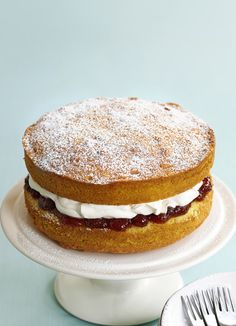 A classic, simple Victoria sponge. This traditional sponge cake uses an all in one method making it a super quick and easy family cake, perfect for parties. Easy Victoria Sponge, Victoria Sponge Recipe, Classic Victoria Sponge, Sponge Cake Recipes, Easy Cake Recipes, Baking Recipes, Family Cake, Cake Ingredients, Savoury Cake