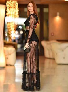 Sensualidade e delicadeza nesta produção de Marina Ruy Barbosa. O vestido transparente todo trabalhado ficou lindo sobre a hotpant