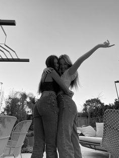 Best Friends Shoot, Best Friend Poses, Cute Friends, Cute Friend Pictures, Cute Couple Pictures, Friend Photos, Foto Best Friend, Best Friends Aesthetic, Images Esthétiques